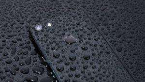 濡れているiPhone