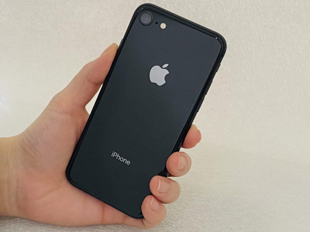 iPhone8(スペースグレイ)