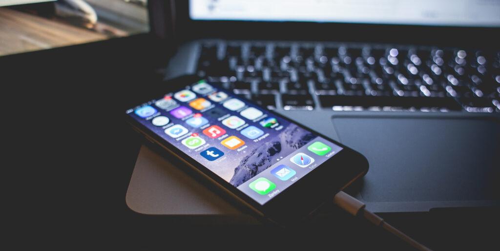 iPhoneとPCを接続しiTunesを立ち上げている